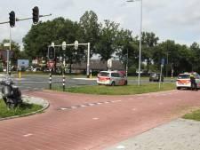 Scooter botst tegen auto op kruising Grotestraat met de Rondweg in Borne