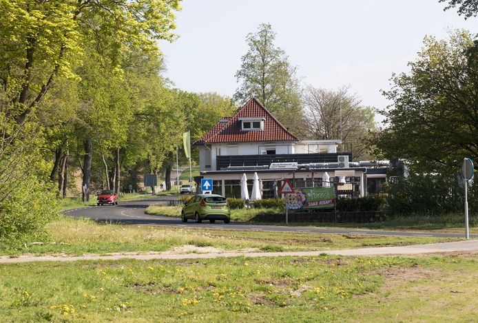 De 'nieuwe' Drieheuvelenweg in 's-Heerenberg ter hoogte van restaurant Forest.