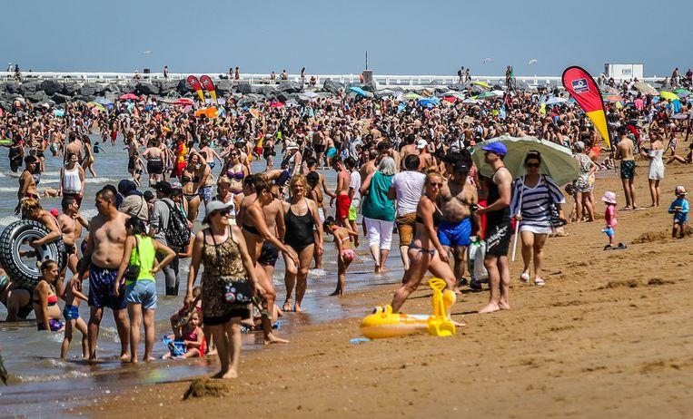 """De hittegolven brachten veel volk naar de kust, toch is er sprake van een """"gewone zomer""""."""
