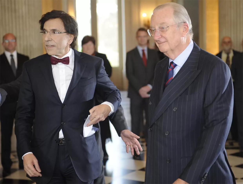 6 december 2011: de regering Di Rupo legt de eed af bij koning Albert II. Beeld Belga