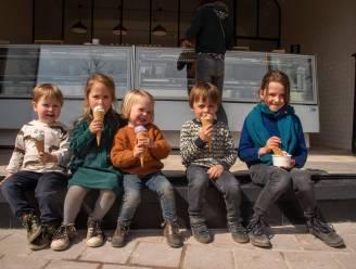 Nieuw ijssalon Jérolo brengt vers gedraaid Italiaans ijs naar Markt van Wetteren en meteen ook veel volk op de been