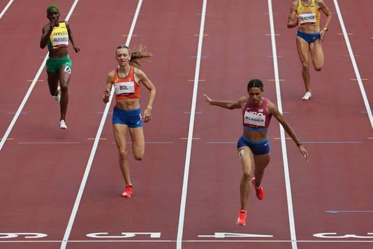 Sydney Mclaughlin wint in een wereldrecord. Links van haar snel Femko Bol in een dik pr naar brons.