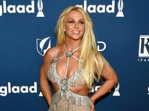 """Britney pose topless et enflamme la toile: """"Une femme libre"""""""