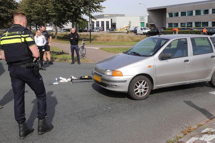 Een man op een elektrische step is dinsdagmiddag rond 14.15 uur gewond geraakt bij een botsing met een auto op de Keurweg in Waalwijk.