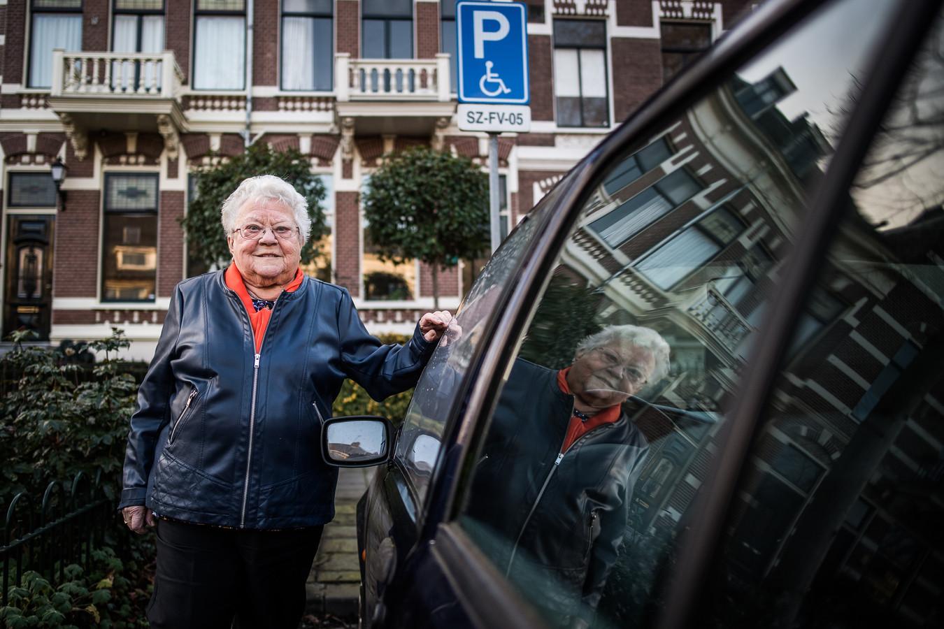 Dora Aarns is bestolen van haar gehandicaptenparkeerkaart.