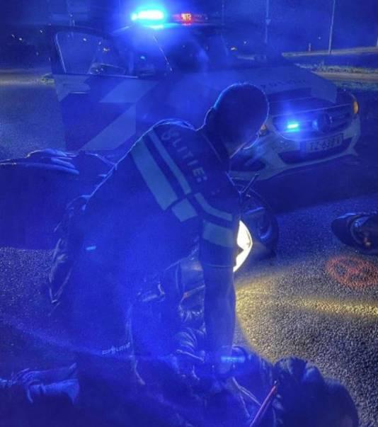 De motorrijder is tijdens de achtervolging ten val gekomen in Doetinchem.