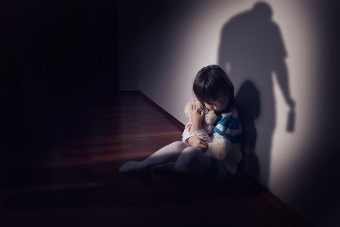Het aantal gevallen van kindermishandeling nam toe in de eerste zes maanden van dit jaar. Dat blijkt uit cijfers van het CAW Halle-Vilvoorde.
