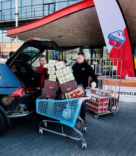 FC Utrecht gaat in Amersfoort kleding en lang houdbare etenswaren inzamelen voor voedselbank