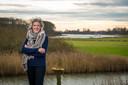 Tanja Klip bij de IJssel in Veessen, haar favoriete plek.
