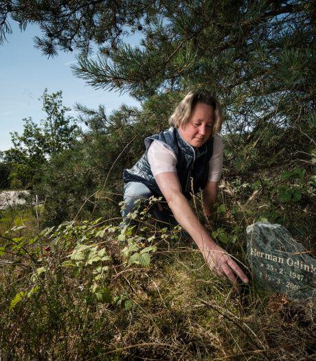Strijd om de weggemoffelde gedenksteen van motorrijder Herman in Bruinehaar