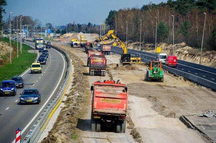 De Midden-Brabantweg werd in 2014 en 2015 fors aangepakt. De verkeerslichten en lastige kruisingen verdwenen, er kwamen viaducten en rotondes.