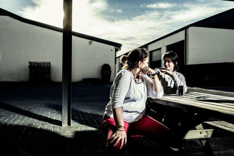 Béa en haar moeder Elizabeth. Beeld Franky Verdickt