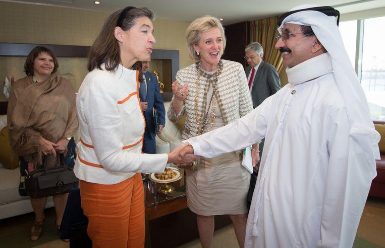 Ambassadeur in Saudi-Arabië Dominique Mineur en prinses Astrid tijdens een diplomatieke reis naar de Verenigde Arabische Emiraten in 2015. Beeld BELGA