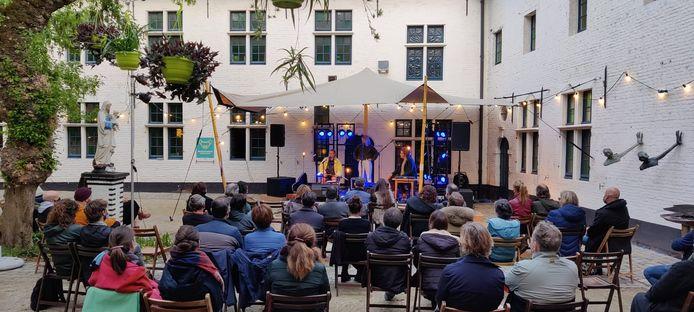 Het binnenplein van CC Het Gasthuis in Aarschot.