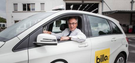 """Gents taxibedrijf levert nu ook pakjes aan huis: """"Zo staan onze wagens en personeel niet stil"""""""
