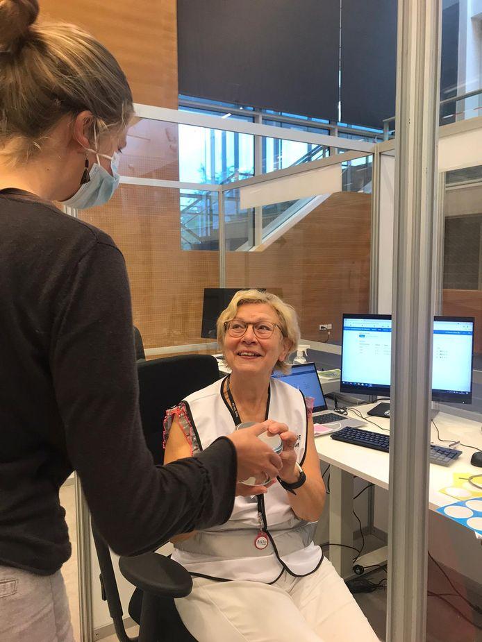 Alle medewerkers van het vaccinatiecentrum in Wetteren werden getrakteerd op lekkers.