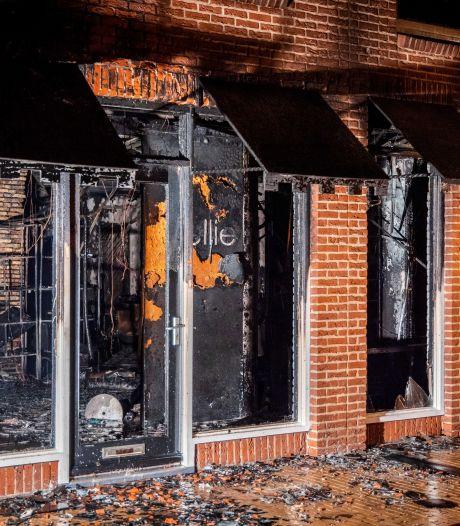 Grote brand in Steenwijk verwoest levenswerk van kapster Nellie: 'Net nu we weer open konden'