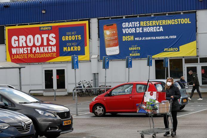 De parkeerplaats van de Makro in Duiven op zaterdagmiddag.