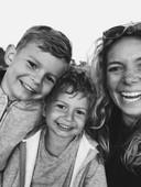Maike's meest dierbare selfie, met haar zonen Sett en Otis