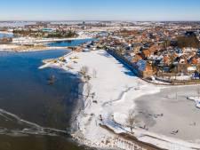 Het Wolderwijd is niet op alle plaatsen dichtgevroren, daarom kiezen sommige schaatsers liever de ijsbaan van VolMoed in Harderwijk
