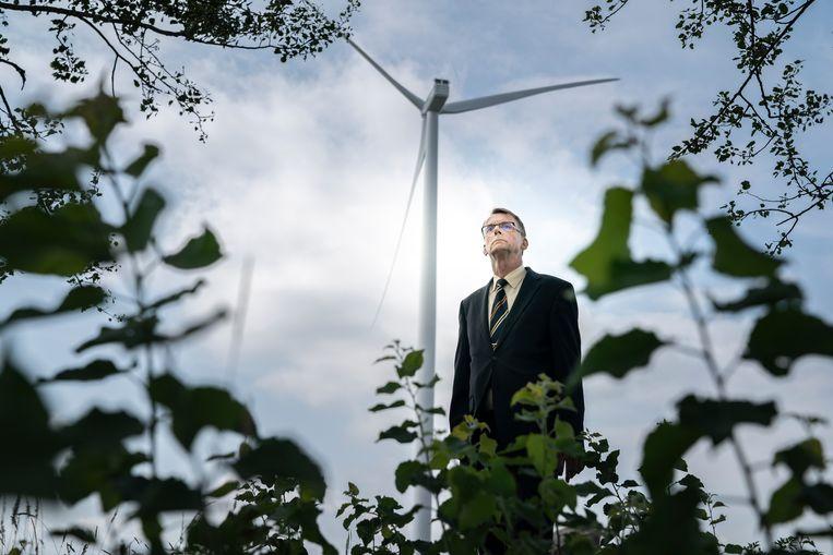 Jan Nieboer,  bij de eerste windmolen, vlakbij zijn woonplaats Tweede Exloërmond. Beeld Reyer Boxem