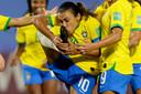 Brazilië-speelster Marta kust haar rechterschoen nadat  ze een penalty heeft benut tegen Italië. Rico Brouwer uit Apeldoorn legde het moment vast en maakte daarmee volgens CNN één van de beste sportfoto's van dit jaar.