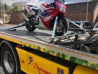 """Motorfiets in beslag genomen na levensgevaarlijke achtervolging : """"Bestuurder had geen rijbewijs"""""""