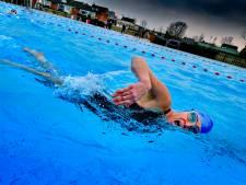 Brrr! Buitenbad van Sportcentrum Papendrecht nu al open: 'Best fris'