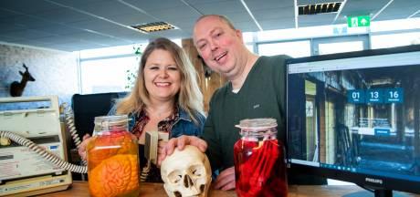 Online escaperoom van Alfred en Yvette uit Harderwijk dingt mee naar nationale faam: 'Wij zijn niet kapot te krijgen'