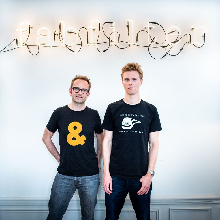 Oprichters Floris Klinkert en Frederik Slijkerman in hun Amsterdamse kantoor: 'Na een jaar of vier, vijf was er wel een moment waarop we zeiden: het moet nu een keertje gaan lopen.' Beeld Simon Lenskens