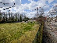 Sportveld verkocht, bouw achttien appartementen naast voormalig badhuis in Hengelo kan door