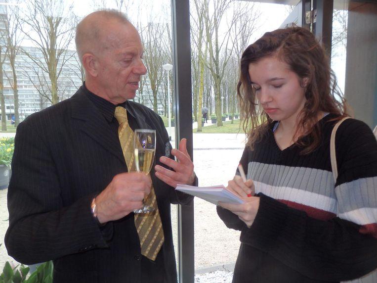 Stadsdeelvoorzitter Ronald Mauer, geïnterviewd door journalistiekstudent Anne Oor (Amsterdam University College) Beeld Schuim