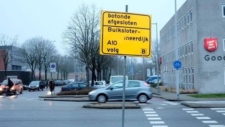 De omleidingsborden in de buurt van de Nieuwe Purmerweg. De Botonde een samentrekking van bot en rotonde wat als naam is bedacht voor een dubbele rotonde. Beeld Guda Oly