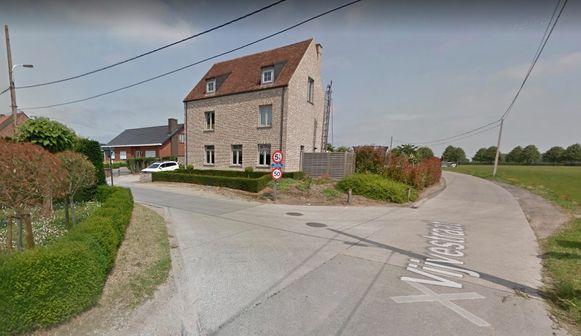 Het ongeval gebeurde op het kruispunt van de Vijvestraat met de Molenstraat in de Dentergemse deelgemeente Wakken.