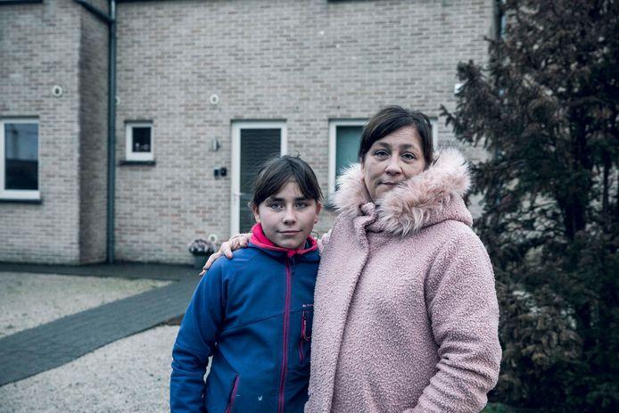 Christine Diliën samen met haar dochter Yana die op de bus zat.