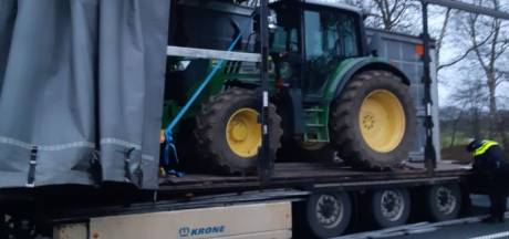Dus zo worden gestolen tractoren weggemoffeld en naar 'onbekende bestemming' gebracht...