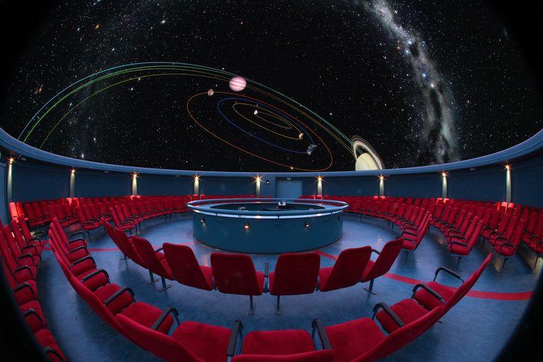 In het planetarium van Artis betreedt het publiek door middel van 360-gradenfilms gemeenschappelijk de wereld van VirtualReality. Beeld Artis, Mark Spoelstra