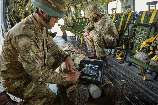 Onder meer de draagbare defibrillator Tempus van RDT wordt gebruikt door het Britse leger.