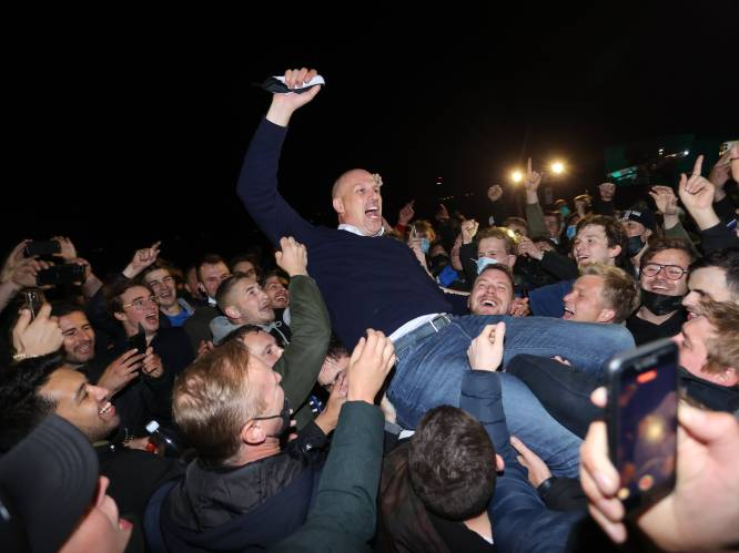 "250 euro boete voor Club-spelers en coach die titel vieren met fans: ""Uitbundigheid valt niet te plannen"""