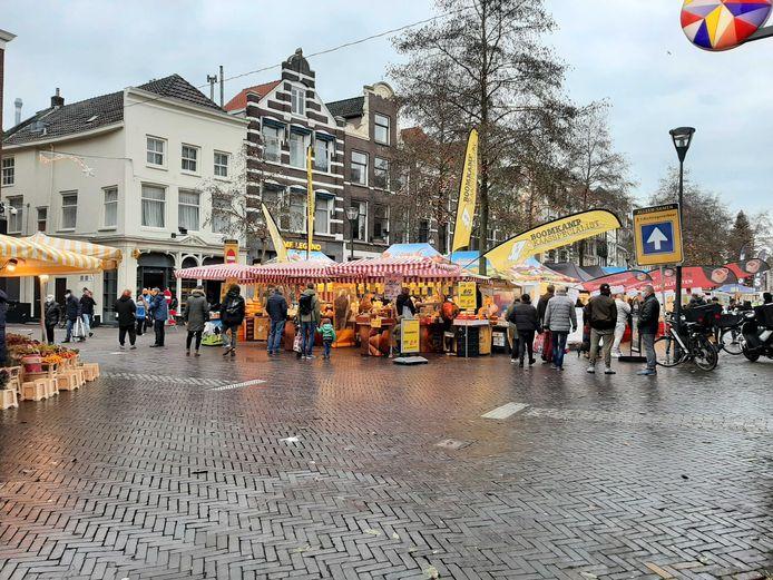 De markt in Zwolle op zaterdagmiddag.