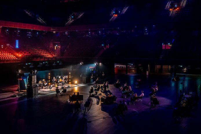 Veronica organiseerde in Ziggo Dome Amsterdam een serie concerten voor maximaal dertig bezoekers. Danny Vera was een van de acts deze dag.