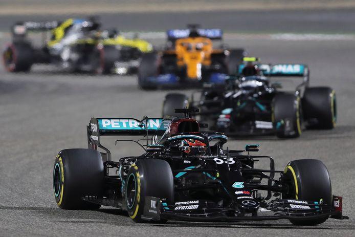 George Russell reed in zijn Mercedes een tijdland aan de leiding in de Grand Prix van Sakhir van vorig jaar.