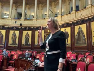 """Cathy Coudyser uit Knokke-Heist legt eed af als deelstaatsenator: """"Een hele eer om Muyters op te volgen"""""""