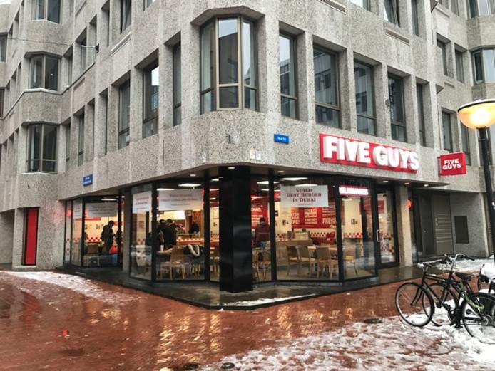 Restaurant Five Guys opende maandag 11 december 2017 de deuren aan de Markt in Eindhoven. De eerste Nederlandse vestiging van de Amerikaanse keten.