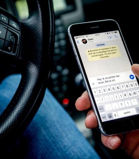 Nederlanders blijven telefoon gebruiken in verkeer