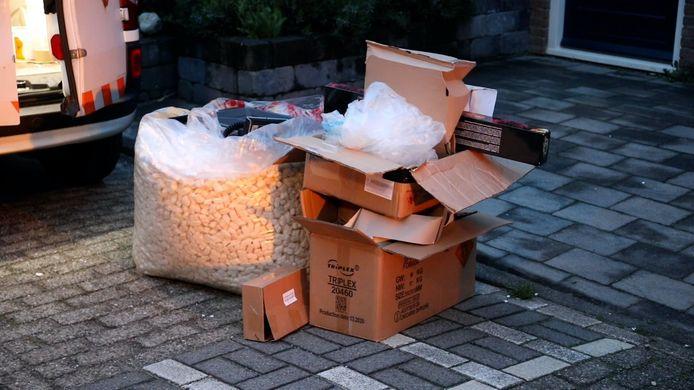 In totaal vond de politie in Apeldoorn bij twee doorzoekingen tientallen kilo's vuurwerk.