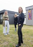 Het gezondheidscentrum in Groot Driene wordt uitgebreid. Vanaf links: huisarts Sandra Bruns, kinderfysiotherapeut Sandra Wezenberg en leefstijlcoach en bedrijfsfysiotherapeut Annet Holtus-Rouweler.