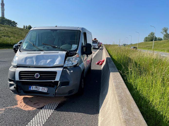 Een bestelwagen Fiat van een Poolse arbeider raakte ook bij het ongeval langs de E403 in Lichtervelde betrokken.