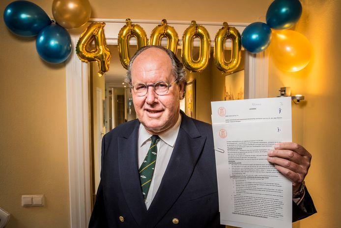Notaris Jan Jaap Swerms Suwijn met zijn 40.000ste akte.