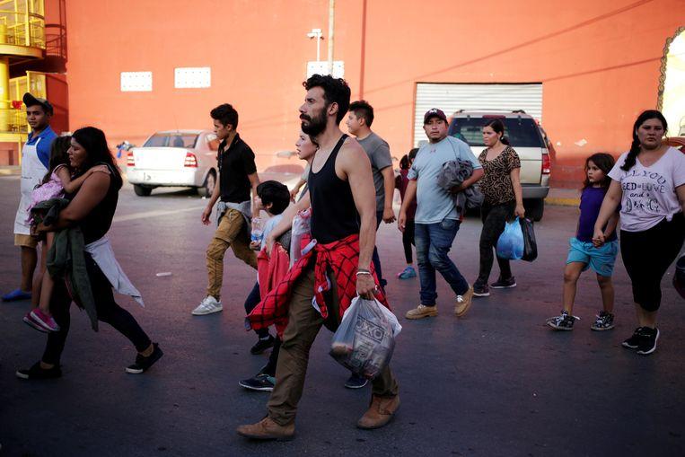 Migranten uit Centraal-Amerika in Nuevo Laredo, waar ze wachten op nieuws over hun asielaanvraag in de VS.